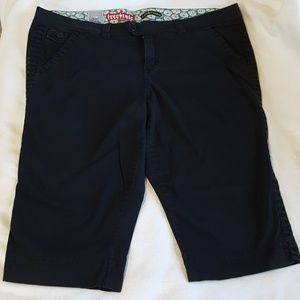 Plus size Freestyle black capris pants.